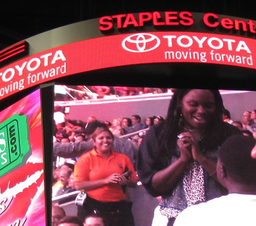 Ask to marry on Kiss Cam
