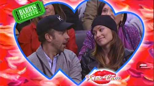 Olivia Wilde & Jason Sudeikis Kiss Cam